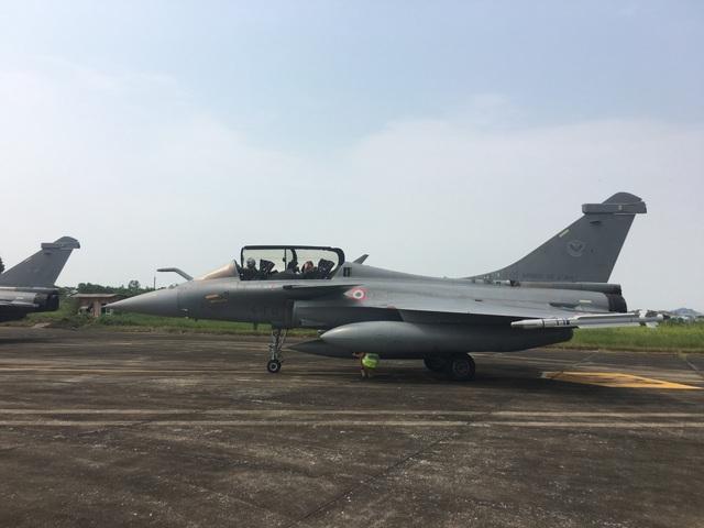 3 chiếc tiêm kích của Không quân Pháp đáp tại khu vực quân sự, sân bay Nội Bài - Hà Nội