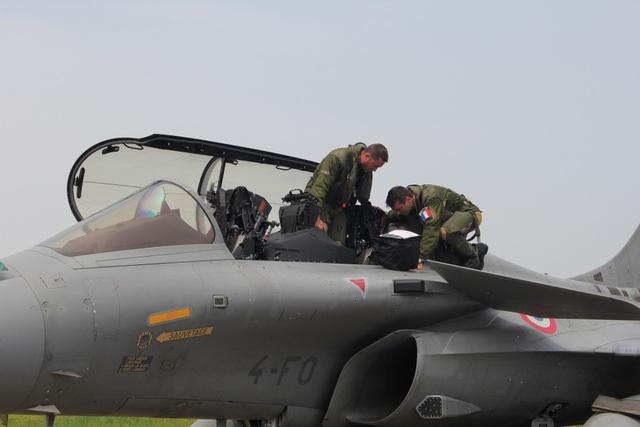 Cận cảnh dàn chiến đấu cơ của Không quân Pháp tại Nội Bài - 7