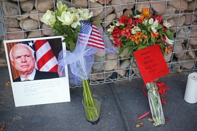Lễ truy điệu Thượng nghị sĩ John McCain dự kiến diễn ra vào ngày 2/9 theo giờ địa phương tại nhà nguyện thuộc Học viện Hải quân Mỹ - nơi ông McCain từng theo học. Trước đó 1 ngày, lễ tưởng niệm ông McCain sẽ diễn ra ở Nhà thờ quốc gia ở thủ đô Washington.