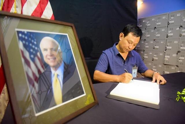 Vì những đóng góp lớn lao của ông McCain cho việc thúc đẩy quan hệ song phương Việt - Mỹ, nhiều người Việt Nam đã tiếc thương khi nghe tin vị nghị sĩ kỳ cựu của Mỹ qua đời.