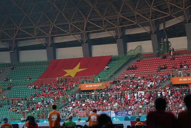 CĐV Việt Nam đổ bộ sân Patriot, tiếp lửa thầy trò HLV Park Hang Seo - 6