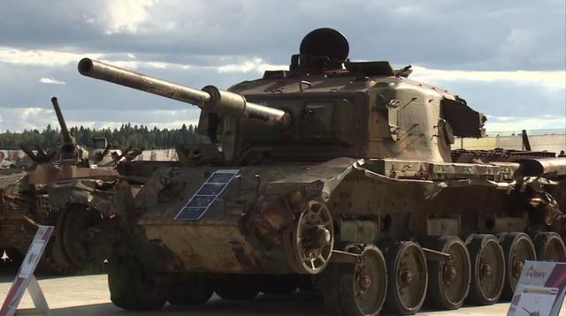 Xe tăng Centurion, dòng xe tăng chủ lực của quân đội Anh sau Thế chiến 2, cũng xuất hiện tại triển lãm quân sự của Nga sau khi bị tịch thu từ Syria trong tình trạng cũ kỹ. Đây có thể là khí tài bị quân đội Israel bỏ lại trong cuộc chiến tranh Yom Kippur và được phiến quân ở Syria tiếp quản.