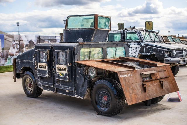 Phần lớn xe bọc thép Humvee do các phần tử khủng bố thuộc tổ chức Nhà nước Hồi giáo tự xưng (IS) thu giữ từ quân đội Iraq hồi năm 2014 trước khi được đưa tới Syria. Trong ảnh: Một chiếc Humvee cũ kỹ được trưng bày tại Nga.