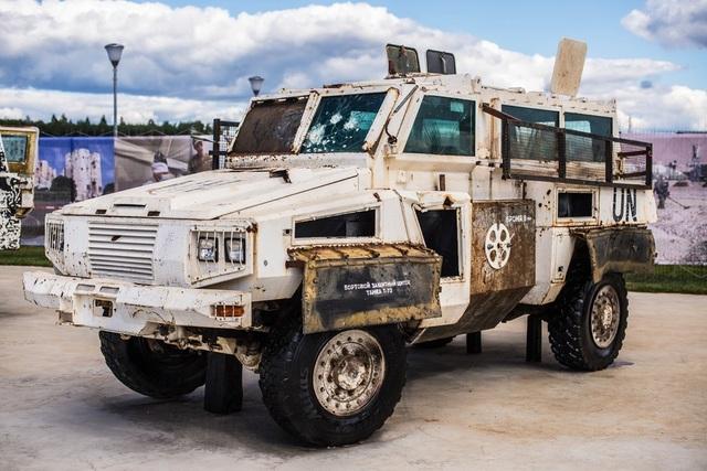 Một số xe chống mìn RG-31 Nyala của Nam Phi gần đây được tìm thấy ở phía tây nam Syria và được Nga đưa về trưng bày. Những phương tiện này rơi vào tay phiến quân Syria khi Phái bộ Giám sát Rút quân của Liên Hợp Quốc (UNDOF) đưa chúng tới giám sát thỏa thuận ngừng bắn giữa Israel và Syria. Trong ảnh: Một chiếc RG-31 với biểu tượng của Liên Hợp Quốc trên thân xe.