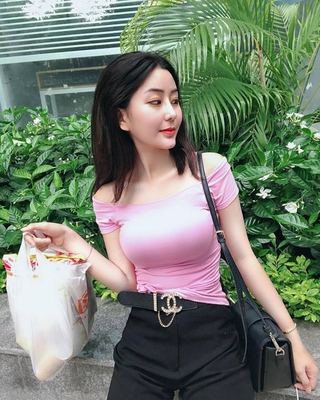 Gái Việt lên báo nước ngoài: Người bị chỉ trích, người được ca ngợi như nữ thần - 14