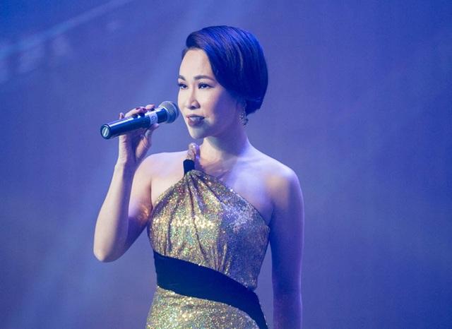 Ca sĩ Uyên Linh cũng xuất hiện trong sự kiện với vai trò ca sĩ.
