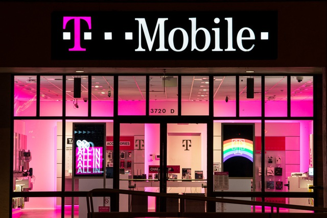Đây không phải là lần đầu tiên T-Mobile trở thành nạn nhân của các vụ vi phạm dữ liệu người dùng.