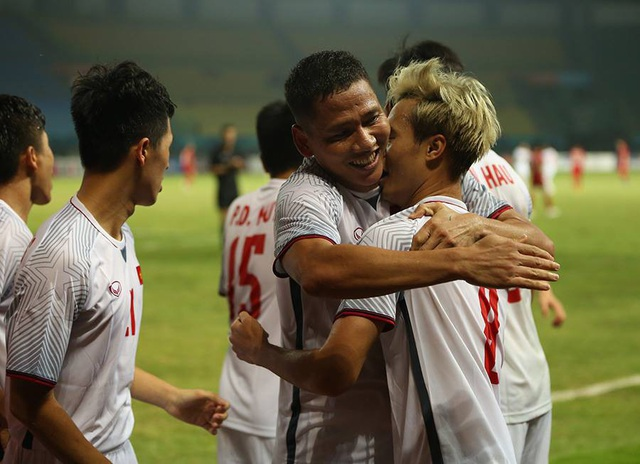 Niềm vui của các cầu thủ Olympic Việt Nam sau khi ghi bàn