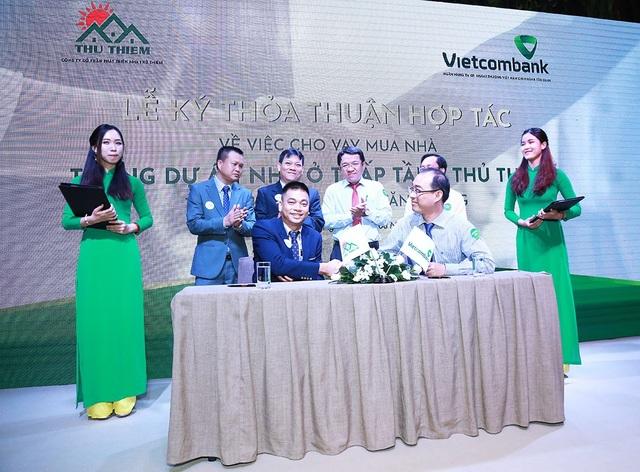 Lễ ký kết thoả thuận hợp tác về việc hỗ trợ khách vay vốn mua nhà tại dự án Khu đô thị mới Đông Tăng Long.