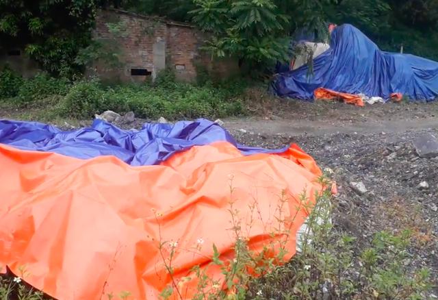 Thái Nguyên: Hàng trăm tấn chất thải nguy hại trắng trợn đổ trộm vào nhà dân! - Ảnh 3.