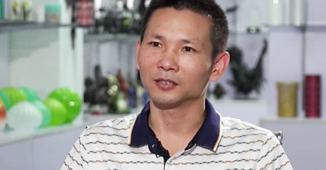 Ông Wang, chủ một nhà máy sản xuất quà lưu niệm than thở vì ảnh hưởng của chiến tranh thương mại Trung - Mỹ. (Nguồn: CNBC)