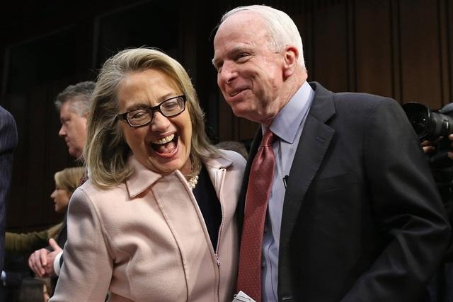 Bà Hillary Clinton và ông John McCain (Ảnh: AFP)