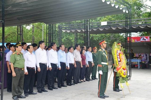 Lãnh đạo tỉnh Quảng Trị dâng hoa tại các nghĩa trang liệt sĩ