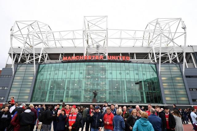 Old Trafford trước giờ bóng lăn, người hâm mộ MU kỳ vọng đội bóng thành Manchester sẽ tìm lại được phong độ khi được thi đấu trên sân nhà, vòng đấu trước họ đã bị thua Brighton