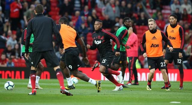 Các cầu thủ MU khởi động trước trận đấu