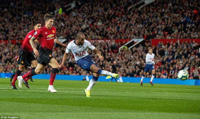 Các kết của MU quá đắng, Moura ghi bàn thắng thứ ba ở phút 84, giúp Tottenham vượt lên dẫn 3-0