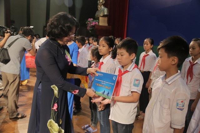 Bảo Việt Nhân thọ đồng hành cùng học sinh nghèo hiếu học tỉnh Hưng Yên - 1