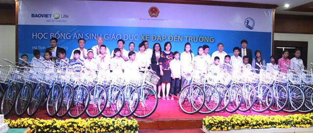Bảo Việt Nhân thọ đồng hành cùng học sinh nghèo tỉnh Hà Tĩnh.