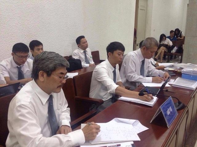 Các luật sư tham gia phiên xét xử