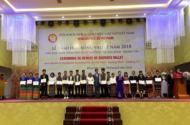 Đây là nguồn động viên, cổ vũ to lớn đối với các em học sinh, sinh viên ở những vùng quê nghèo nhưng hiếu học của 3 tỉnh miền Trung.