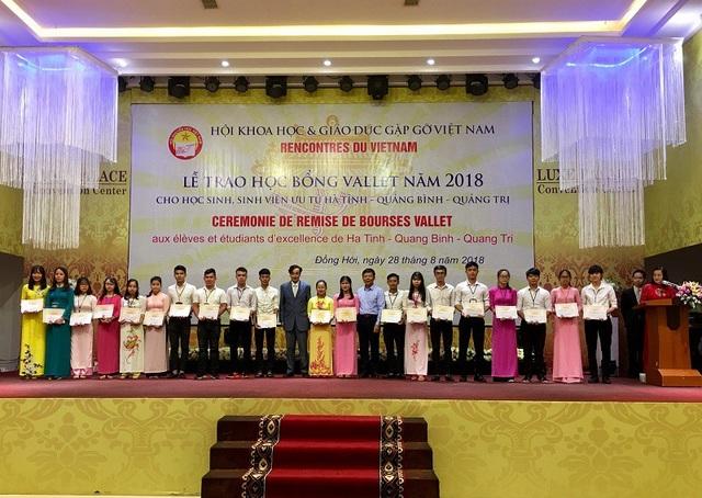 Trong đợt này, có tất cả 274 em học sinh, sinh viên của 3 tỉnh Hà Tĩnh, Quảng Bình và Quảng Trị đã được nhận học bổng Vallet