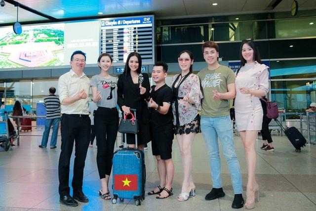 Hoa khôi Khả Hân lên đường thi Hoa hậu Việt Nam Thế giới 2018 - 2