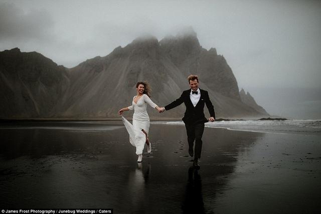 Trên một bãi biển vắng ở miền đông Iceland.