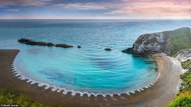 Bức ảnh chụp ở bờ biển hạt Dorset, Anh.