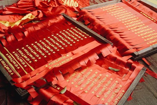 """Anh Phục cho biết: """"Ngay sau chiến thắng của đội tuyển Olympic Việt Nam với Syria, gia đình anh đã nhận được hàng loạt đơn hàng số lượng lớn. Đây là đợt đơn hàng tăng đột biến thứ 2 kể từ sau chiến thắng của U23 Việt Nam hồi tháng 1""""."""