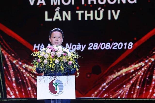 Bộ trưởng Bộ Tài nguyên và Môi trường Trần Hồng Hà phát biểu khai mạc lễ trao giải thưởng.