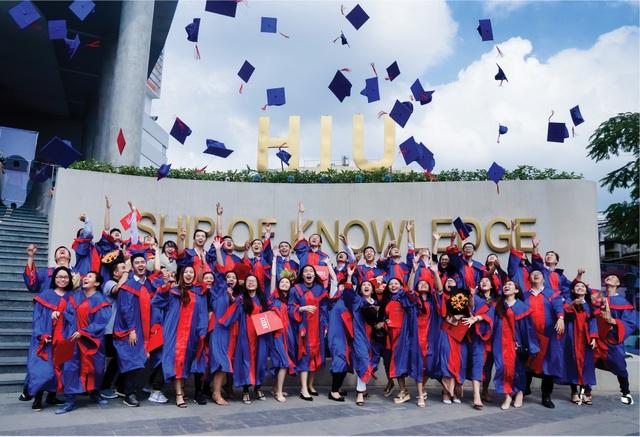 Sinh viên Đại học Quốc tế Hồng Bàng (HIU) tự hào tốt nghiệp sau 4 năm được nhận 2 bằng quốc tế: HIU và 1 trường đại học danh tiếng trên thế giới.