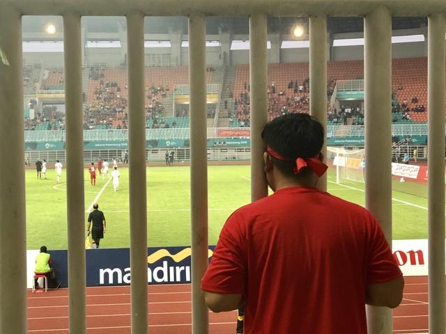 Cổ động viên trên sân hô vang tên ông Park Hang Seo dù Olympic Việt Nam thua - 2