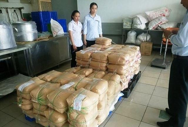 Hơn 1 tấn phụ gia thực phẩm tại cơm tấm Kiều Giang thực chất chỉ là đường, muối, hạt nêm. Đại diện doanh nghiệp đã nộp giấy tờ chứng minh nguồn gốc với cơ quan chức năng và được giải oan.