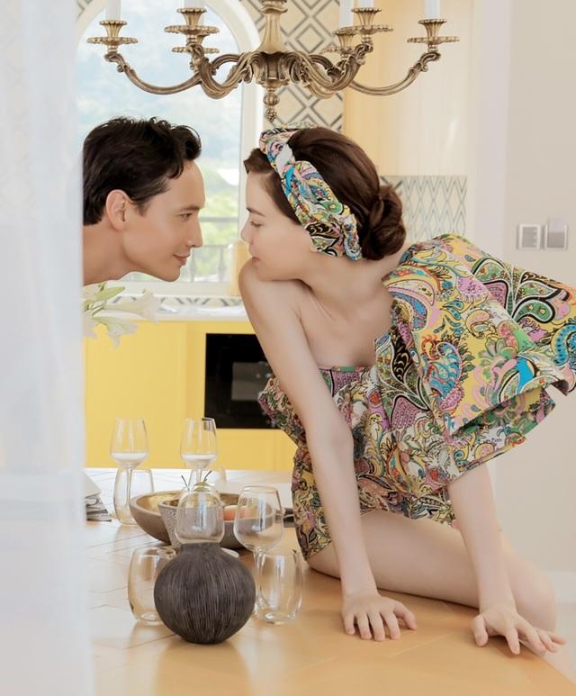 Kim Lý và Hồ Ngọc Hà gây sốt khi tình tứ hôn nhau trên phố - 5