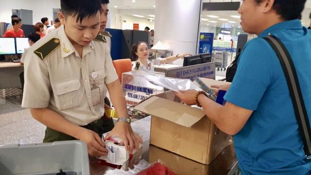 Liên đoàn Bóng đá Việt Nam gửi thuốc bổ sang cho các cầu thủ.