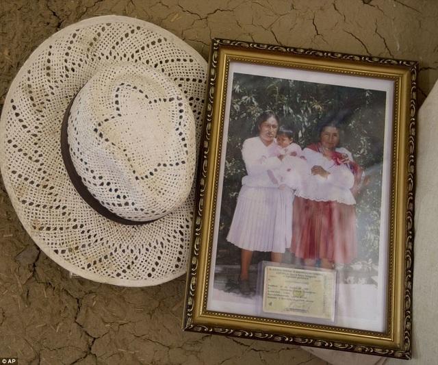 Bức ảnh kỷ niệm trong ngôi nhà của cụ Julia.