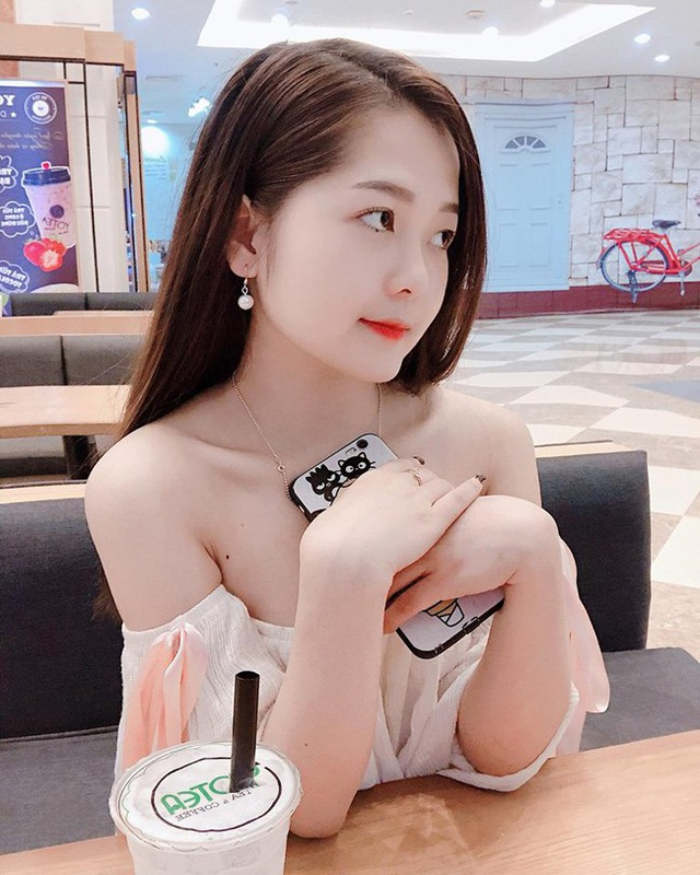 Đồng hương Văn Toàn có một fan girl bóng đá xinh đẹp thế này! - 14