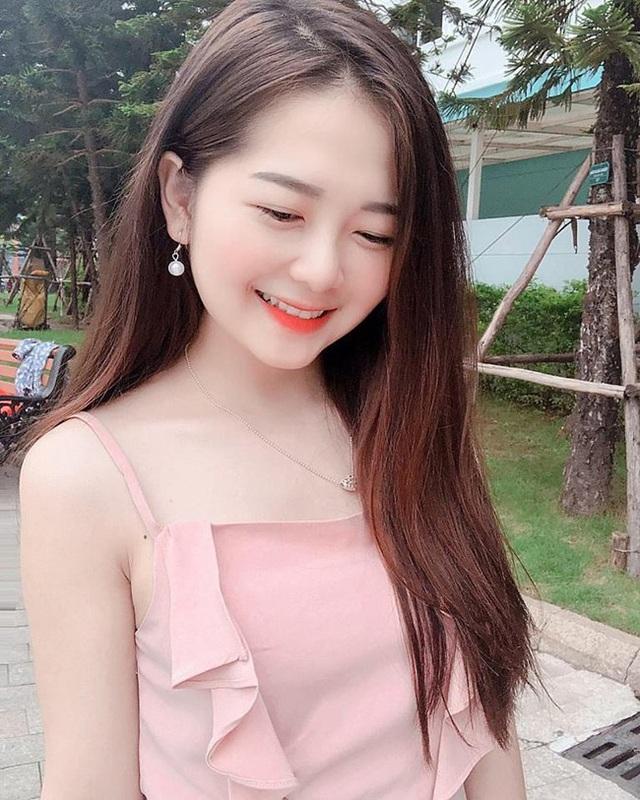 Đồng hương Văn Toàn có một fan girl bóng đá xinh đẹp thế này! - 15