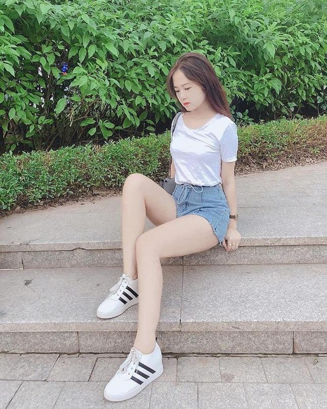 Đồng hương Văn Toàn có một fan girl bóng đá xinh đẹp thế này! - 16