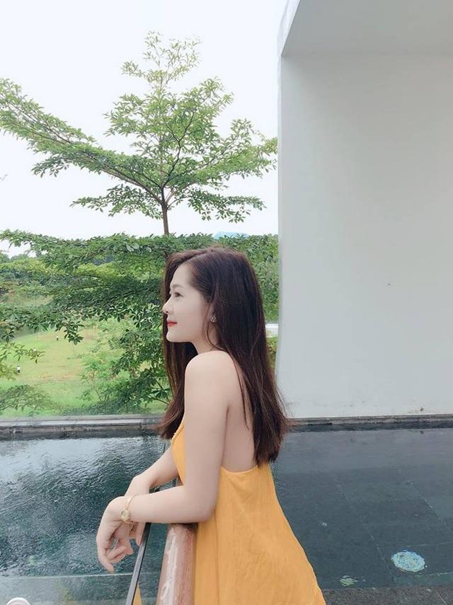 Đồng hương Văn Toàn có một fan girl bóng đá xinh đẹp thế này! - 18