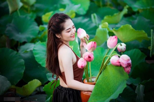 Đồng hương Văn Toàn có một fan girl bóng đá xinh đẹp thế này! - 19