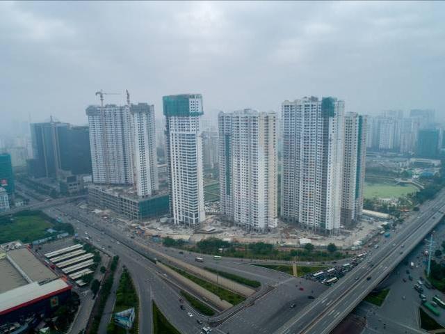 5 trên tổng số 6 tòa tháp tại D'.Capitale đã cất nóc, toàn bộ đang dần được hoàn thiện mặt ngoài và nội thất căn hộ