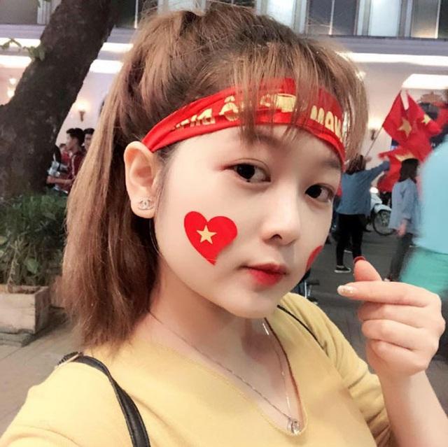Đồng hương Văn Toàn có một fan girl bóng đá xinh đẹp thế này! - 4