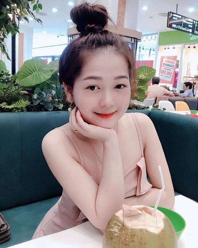 Đồng hương Văn Toàn có một fan girl bóng đá xinh đẹp thế này! - 7