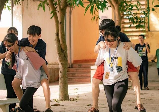 Hai nữ sinh tổ chức trại hè bổ ích cho học sinh THCS - 3