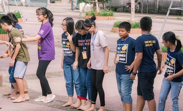 Các hoạt động nhóm tạo sự gắn kết giữa các thành viên mới lạ.