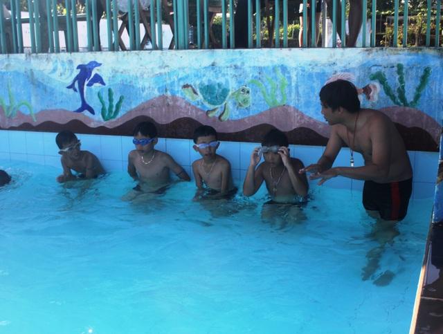 Qua buổi học, hầu như các em đều nắm vững các kĩ năng bơi lội và sơ cứu người bị đuối nước