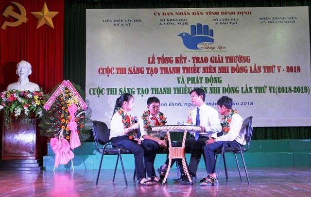 2 nhóm thí thi sinh đạt giải Nhất cuộc thi giao lưu tại buổi lễ.