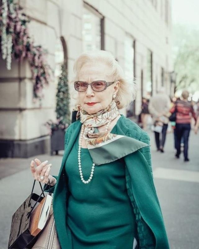 Vẻ đẹp bất chấp tuổi tác của những cụ bà quý phái trên đường phố - 6