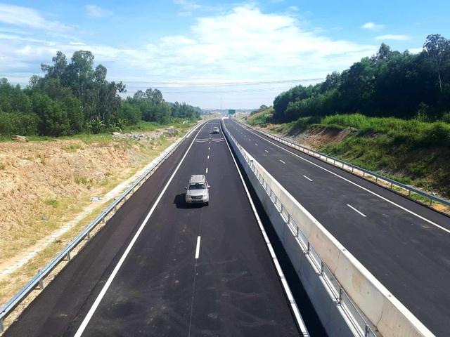 Tuyến cao tốc Tam Kỳ - Quảng Ngãi đã hoàn thiện tuyến chính